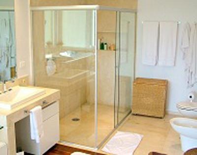 Conheça as opções de box para banheiro em alumínio e vidro temperado