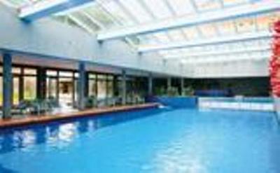 cobertura de policarbonato em piscina