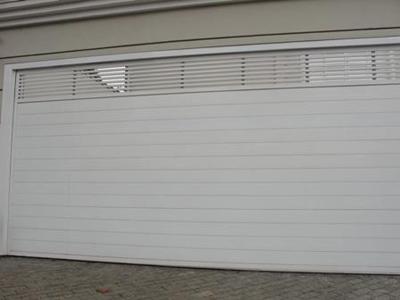 Duráveis e com fácil manutenção, portões em alumínio também contribuem com a estética
